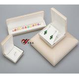 Contenitore di monili beige del cuoio di colore per l'imballaggio del braccialetto e della catena