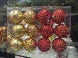 Ornamenti della decorazione di natale nelle figure e nei formati differenti con imballaggio (nuovo materiale)