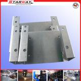 CNCの切断によって部分を押す金属