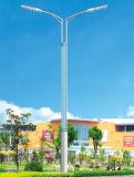 Réverbères avec les panneaux solaires pour l'éclairage public