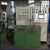 Maquinaria expulsando processada XLPE do cabo elétrico do PVC