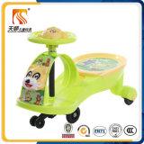 Carro plástico do balanço do bebê com música e a China clara