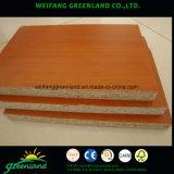 木製の穀物が付いている18mmマットの終わりによって薄板にされるChipboard