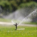 Спринклеры полива большой лужайки сада инвентаря