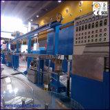 Máquinas expulsando elétricas do fio e do cabo