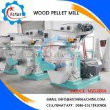 A máquina faz as pelotas de madeira da madeira de carvalho