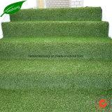 Césped sintetizado del césped de la hierba artificial