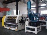 Гофрированная бумага отрезанная с машины в заводе