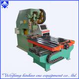 Punzonadora mecánica del CNC con la plataforma que introduce