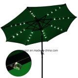 LEDライトが付いている屋外のテラスの傘