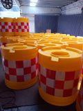 安全クラッシュの水によって満たされるバケツ