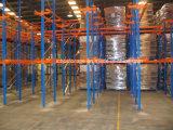 Movimentação industrial do armazenamento do armazém na cremalheira