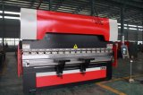 Die Bremse betätigen und Maschine für Aufbau-Gebrauch falten