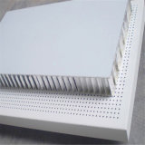 Il favo di alluminio perforato riveste il muro divisorio di pannelli di alluminio di alluminio del pannello a sandwich (HR131)