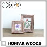 Vieux cadre de tableau en bois rustique semblant pour la décoration