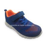 男の子の女の子のFlyknitの文書が付いている通気性のスポーツの靴