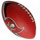 ゴムはAmenicaのフットボールを遊ばす