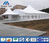 Gruppo speciale delle tende della tenda foranea dell'alto picco per la festa nuziale