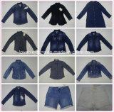 Jeans neri distruss del denim per le donne (HYQ139T)