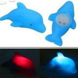 水によって作動するカラー変更のゴム製イルカの浴室のおもちゃ