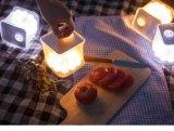 Lanterne solaire de mini cube dans la lumière campante