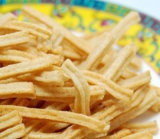작은 수용량 기계를 만드는 신선한 감자 핑거 칩