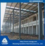 Costruzione della struttura d'acciaio per il magazzino