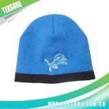 編まれる青いカラー男女兼用のアクリルかニットの冬の暖かい帽子の帽子(014)