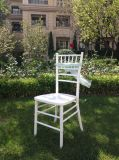 イベントのためのChiavariの白い木製の結婚の椅子