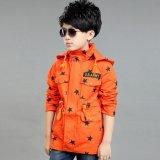 경쟁가격에 있는 새로운 도착된 소년의 재킷