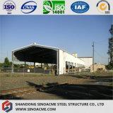 Helle Stahlkonstruktion verschüttet für Lager