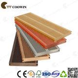 Decking plástico de madeira Anti-UV ao ar livre da madeira
