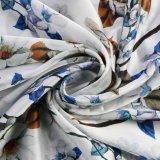 Blume auf weißem Form-Geschenk-Schal