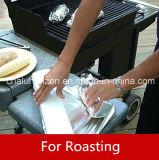 Cuisine de roulis de papier d'aluminium faisant cuire l'emballage