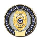 La polizia conia le monete del metallo