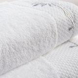 製造業者の中国の100%年綿のホテルタオルセット、白い刺繍されたタオルの