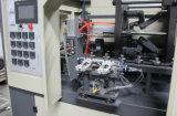 Frasco automático cheio do animal de estimação que faz a máquina