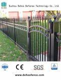 Rete fissa del giardino ornamentale di obbligazione con il cancello