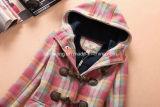 Capa de polvo de las lanas del `S de las mujeres de la tela escocesa