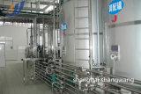 ペットによってびん詰めにされるジュースの生産ラインか緑茶の瓶詰工場