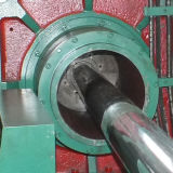 Manguito del metal acanalado formando la máquina