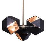 Moderno criar o candelabro geométrico do ferro da forma