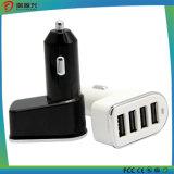 A tomada 4 elétrica portuária cobra o carregador portátil do telefone móvel do carregador do carro do adaptador