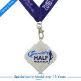 Medaglia mezza di maratona del metallo caratteristico con la sagola
