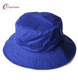 Chapeau jaune de position de pêcheur de mode