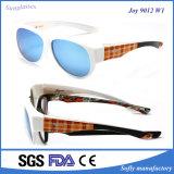 El espejo al por mayor Revo polarizó UV400 ajustado sobre las gafas de sol de la manera