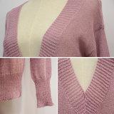 Mujeres que hunden el suéter largo de la funda del V-Cuello
