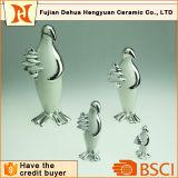 Chapeando o ofício cerâmico do pinguim para a decoração Home