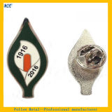 Pin duro modificado para requisitos particulares de la escritura de la etiqueta del laminado de la plata del esmalte de la insignia