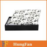 Rectángulo de regalo de encargo de la ropa blanco y negro de la impresión con la cinta